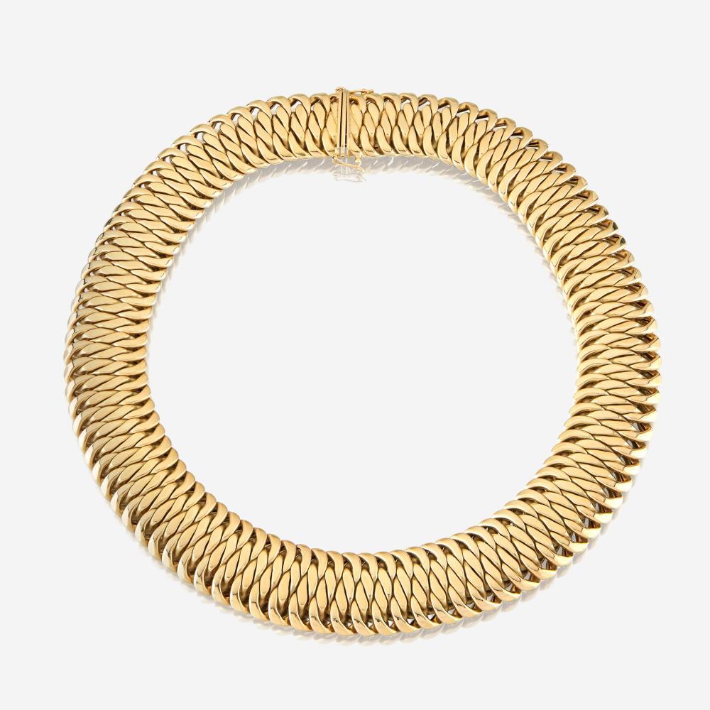 An eighteen karat gold necklace