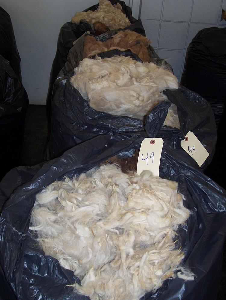 4 bags rug grade mixed colors