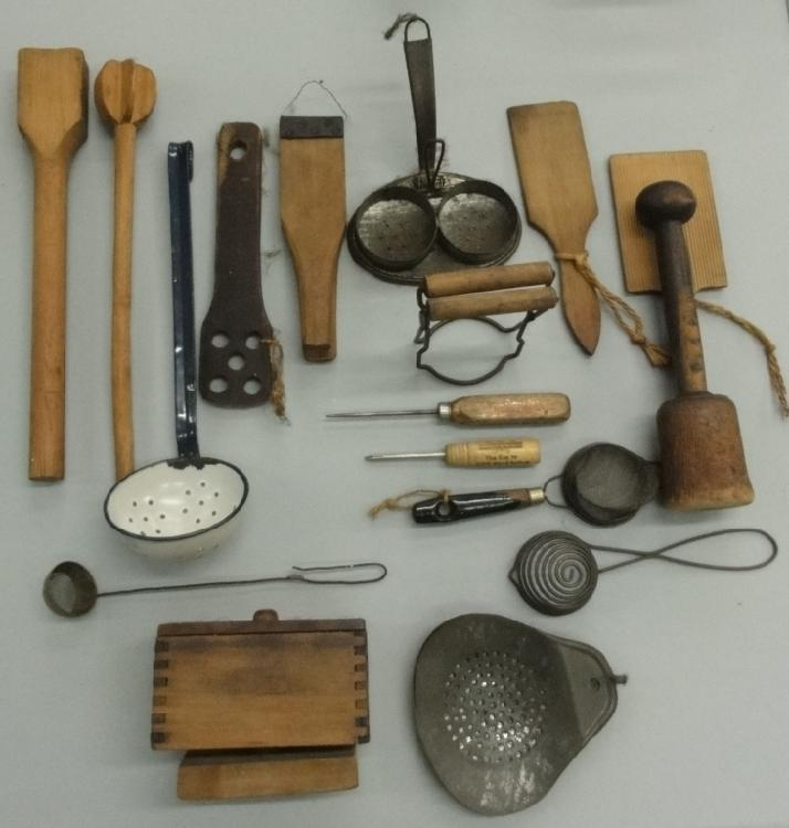 SEVENTEEN VINTAGE KITCHEN TOOLS AND GADGETS