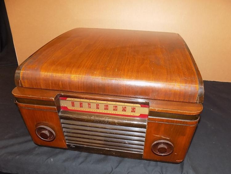 Antique Table top RCA Victor Victrola Record Player Model