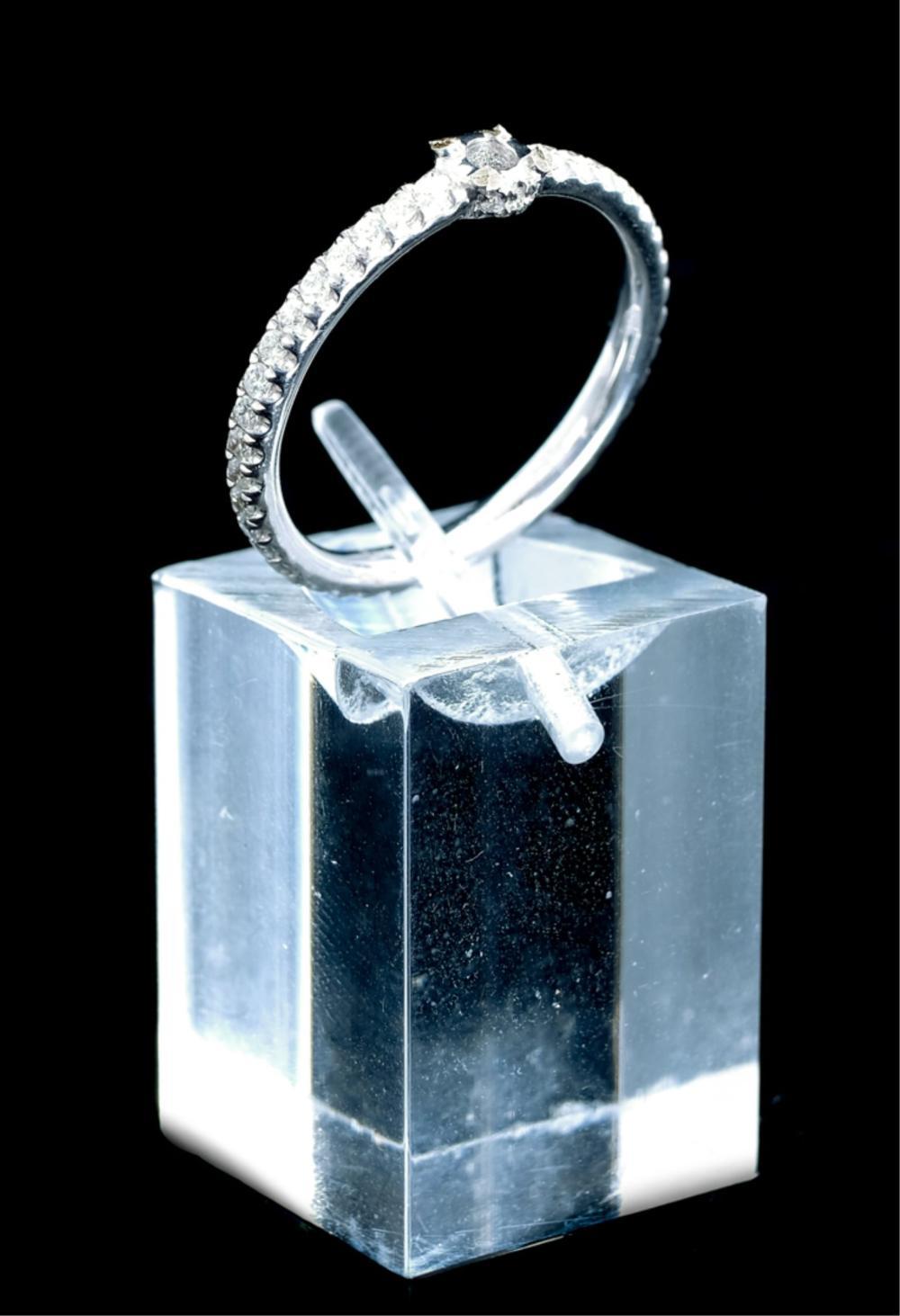18k White Gold & Diamond Ring Band