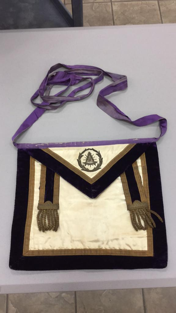 Old velvet Masonic Apron from 1910