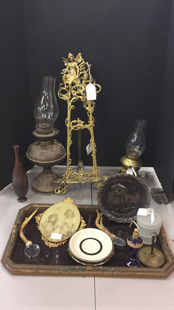 Large gilded stand, oil lamps, carnival glass