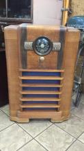 Zenith  antique floor model long distance radio