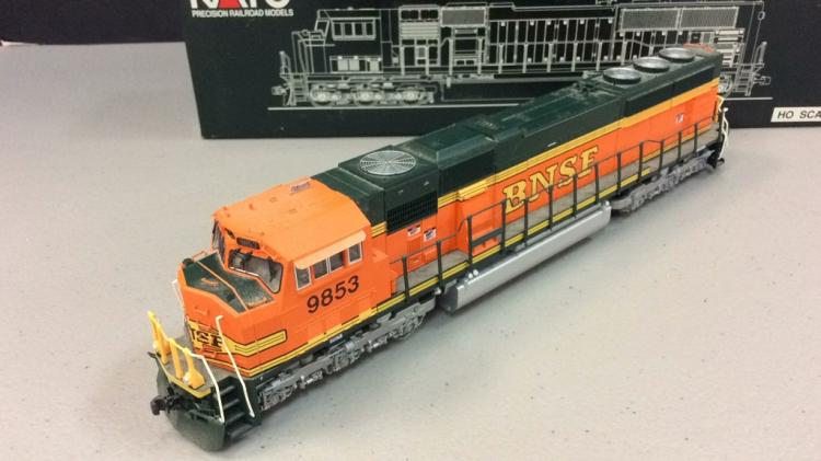 Kato model train locomotive BNSF #9853 HO Scale