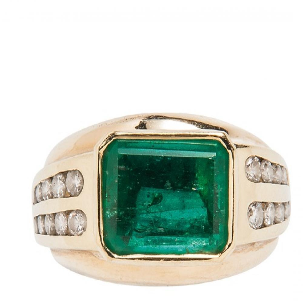 18K Gold Diamond And Emerald Ring size 9