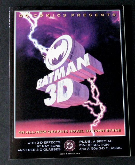BATMAN 3D - GRAPHIC NOVEL - DC Comics, 1990 - Deluxe 3D paperback 80 page comic. Includes original 3D glasses still un-removed from book page. 8 1/2