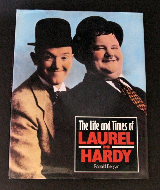 THE LIFE AND TIMES OF LAUREL AND HARDY - DELUXE HARD-COVER BOOK - Smithmark Publishers Inc, 1992 - Fantastic 128 page book on the lives and careers of Laurel and Hardy. Measures 9 1/2