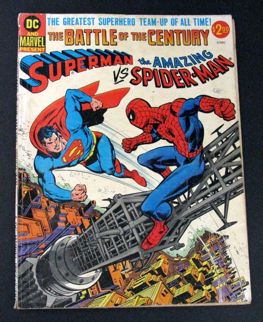 SUPERMAN VS SPIDER-MAN - GIANT OVER SIZED COMIC BOOK - National Periodical Publications, Inc. 1976 - Vintage giant comic showing a struggle of Superman and Spider-Man. 10