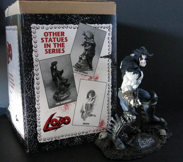 DC COMICS - LOBO - DELUXE PAINTED STATUE WITH BOX - Graphitti Designs, 1992 - Dramatic sculpture by Randy Bowen featuring real metal chain. Limited edition, number 2662/4004. Measures 11