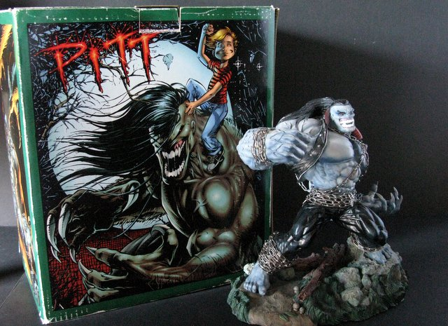 COMIC HERO - PITT - DELUXE PAINTED STATUE WITH BOX - Moore Creations, 1994 - Limited edition number 676/2100. Measures 11