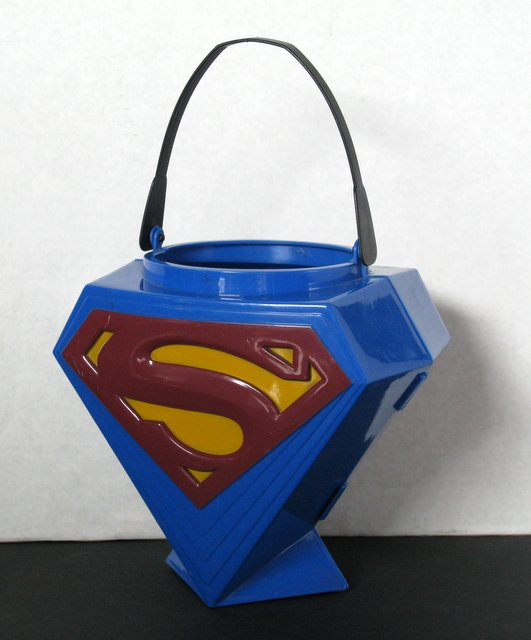 SUPERMAN RETURNS - TRICK-OR-TREAT BUCKET - Rubie's Costume Co, 2003 - Fun Halloween bucket with Superman's logo on either side. Excellent.