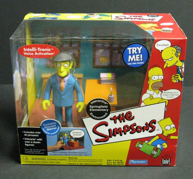 WORLD OF SIMPSONS - SPRINGFIELD ELEMENTARY ELECTRONIC ENVIRONMENT - Playmates, 2000 - Interactive playset allows figures to talk.Features exclusive figure of Principle Skinner. Brand new in sealed box.