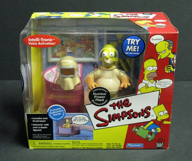 WORLD OF SIMPSONS - NUCLEAR POWER PLANT ELECTRONIC ENVIRONMENT - Playmates, 2000 - Interactive playset allows figures to talk.Features exclusive figure of Radioactive Homer. Brand new in sealed box.