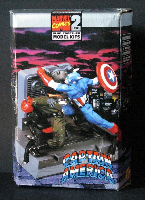 MARVEL COMICS CAPTAIN AMERICA VS RED SKULL PLASTIC MODEL KIT - Toy Biz, 1998 - Exciting scene stands 7