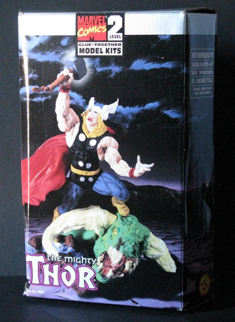 MARVEL COMICS THE MIGHTY THOR PLASTIC MODEL KIT - Toy Biz, 1998 - Exciting battle scene stands 9