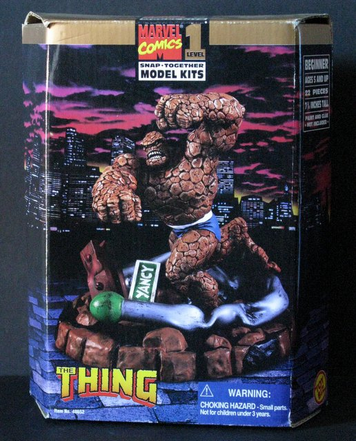 MARVEL COMICS THE THING (Fantastic Four) PLASTIC MODEL KIT - Toy Biz, 1996 - Exciting scene stands 7 1/2