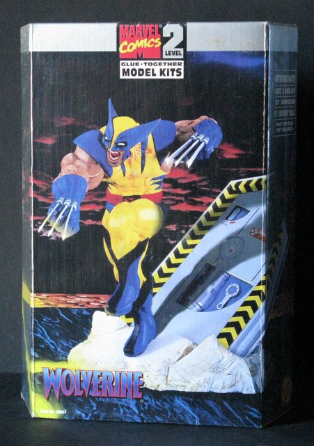 MARVEL COMICS WOLVERINE (X-Men) PLASTIC MODEL KIT - Toy Biz, 1996 - Exciting scene stands 7