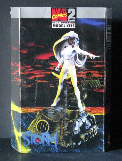 MARVEL COMICS STORM (X-Men) PLASTIC MODEL KIT - Toy Biz, 1996 - Exciting scene   stands 10
