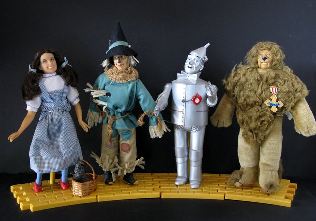 WIZARD OF OZ – DELUXE COLLECTOR DOLLS - LOT OF FOUR – Presents, Co./Hamilton Gifts, 1987 – Marvelous collection of the classic film characters. Lot includes Dorothy with Toto in basket, the Scarecrow, the Tin Man, and the Cowardly Lion. Each stands approximately 14