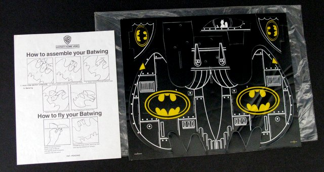 TIM BURTON'S BATMAN - CHEE-TOS PROMO BATWING GLIDER - 1990 - A Chee-tos exclusive build-your-own Batwing glider. Measures 6