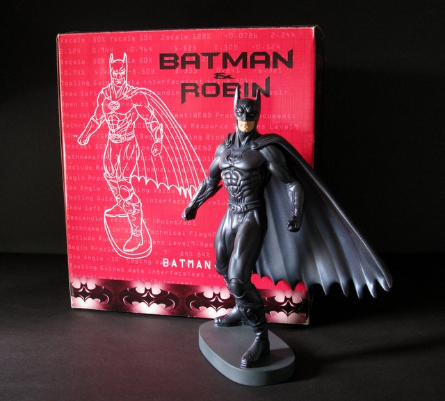 BATMAN AND ROBIN (MOVIE) - BATMAN PAINTED STATUE WITH BOX - Warner Brother's Studio Gallery, 1997 - Limited edition of 2,500. Measures 12