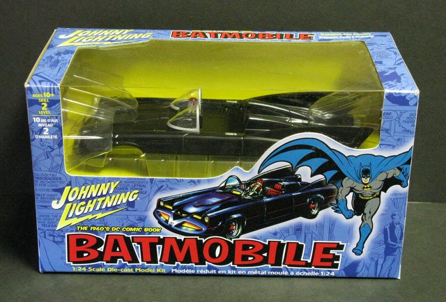 1960'S COMIC BOOK BATMOBILE - DIE-CAST MODEL - Johnny Lightning, 2002 - Stunning 1:24 scale metal model of the classic 60's Batmobile. Measures 9 1/2