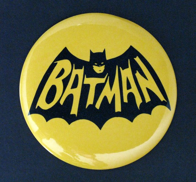 1966 BATMAN LOGO LARGE PIN-BACK BUTTON - 6