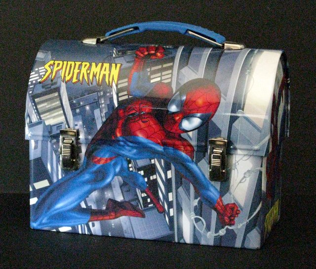 SPIDER-MAN - TIN CHILDREN'S LUNCH-BOX -Marvel Comics, 2005 - Tin lunch-box fully colored in Spider-man art. Near Mint.