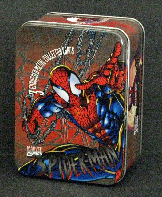 MARVEL COMICS SPIDER-MAN - 3 EMBOSSED METAL COLLECTOR CARDS IN DECORATIVE TIN - Marvel Comics, 1996 - Deluxe edition metal cards in tin wit original holder. Near Mint.