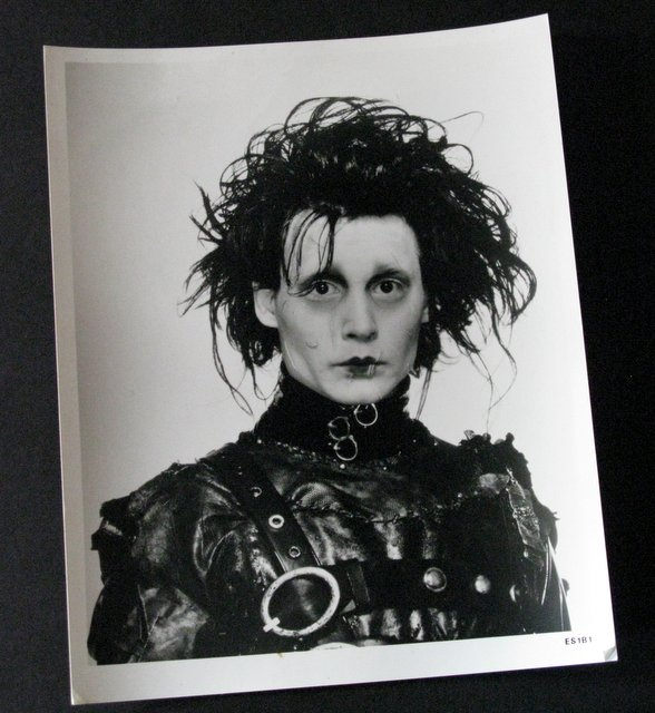 JOHNNY DEPP - EDWARD SCISSORHANDS - ORIGINAL MOVIE STILL – 20th Century Fox, 1990 - Black & white still of the gentle Edward. Excellent.