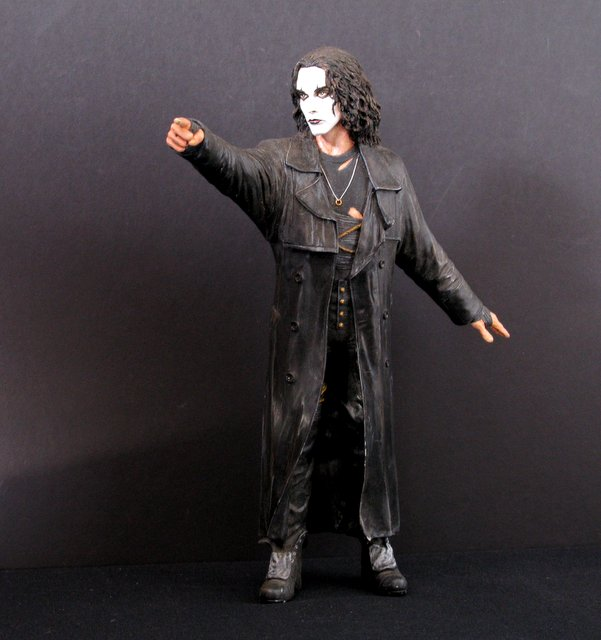 THE CROW - PRO-PAINTED VINYL MODEL KIT & BOX - Inteleg International, 1994 - Handsomely sculpted rendition of the famous spirit avenger. Stands 12 1/2