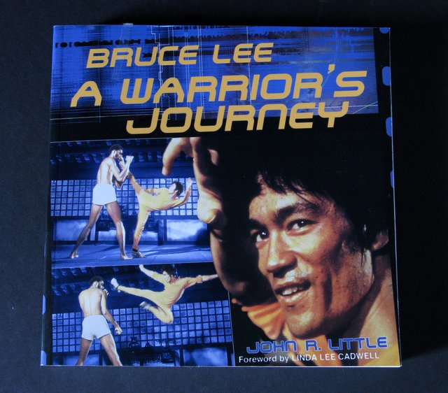BRUCE LEE, A WARRIOR'S JOURNEY - DELUXE TRADE PAPERBACK - Contemporary Books, 2001 - Insider's account of the famed martial artist's last film, Game of Death. Measures 7 1/2