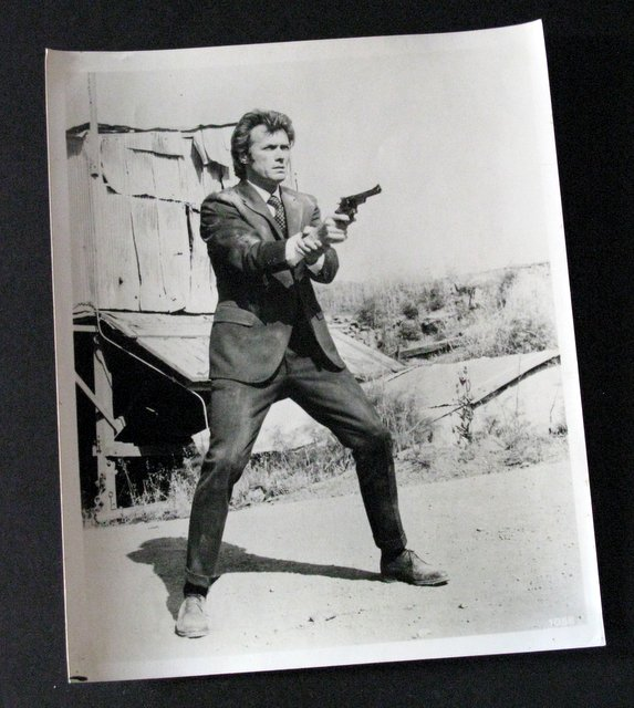 CLINT EASTWOOD - DIRTY HARRY - ORIGINAL MOVIE STILL - Warner Bros, 1971 - Vintage black & white movie still of the famous antihero in one of his most famous roles. Excellent.