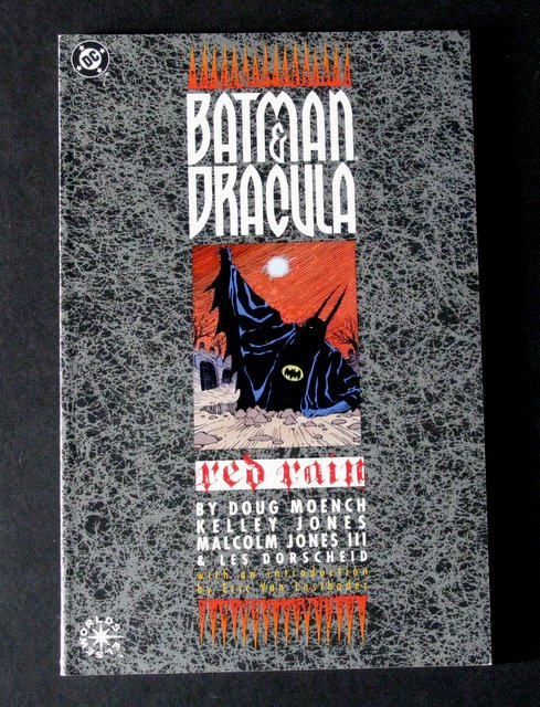 BATMAN AND DRACULA - RED RAIN CLASSIC DC GRAPHIC NOVEL - DC Comics, 1991 - Beautiful full color cover and pages featuring Batman's struggle against the demon vampire Dracula. Excellent.