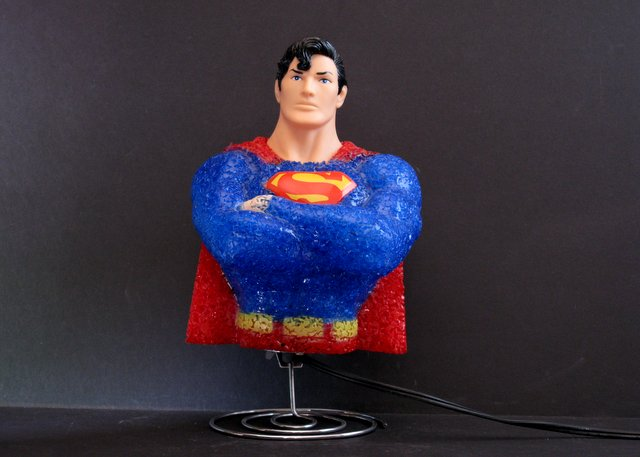 VINTAGE SUPERMAN NIGHT LIGHT - 1994 - Fun working night light of the man of steel from the waist up. 10