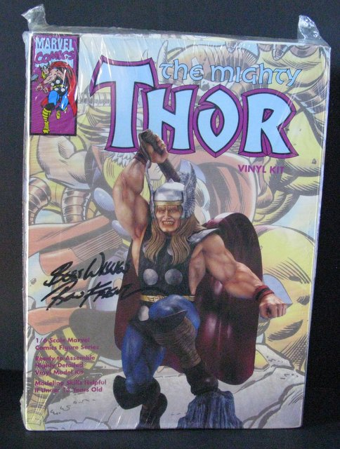 MARVEL - THE MIGHTY THOR - VINYL MODEL FIGURE - Horizon Hobbies, 1993 - A dramatic 1/6th scale figure model that stands approximately 15