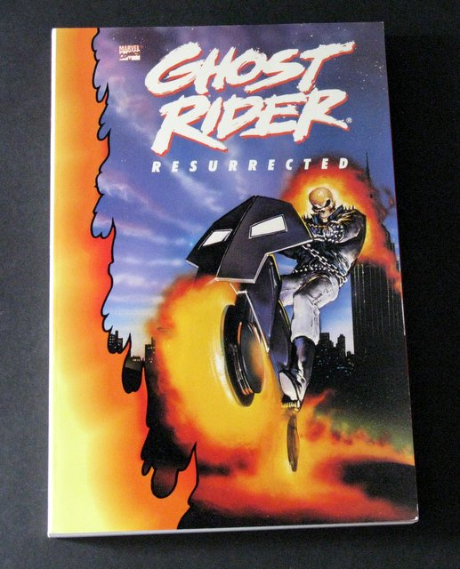 MARVEL - GHOST RIDER RESURRECTED - DELUXE GRAPHIC NOVEL - marvel Comics, 1991 - Deluxe trade paperback of some of the best Ghost Rider stories ever told. Near Mint.