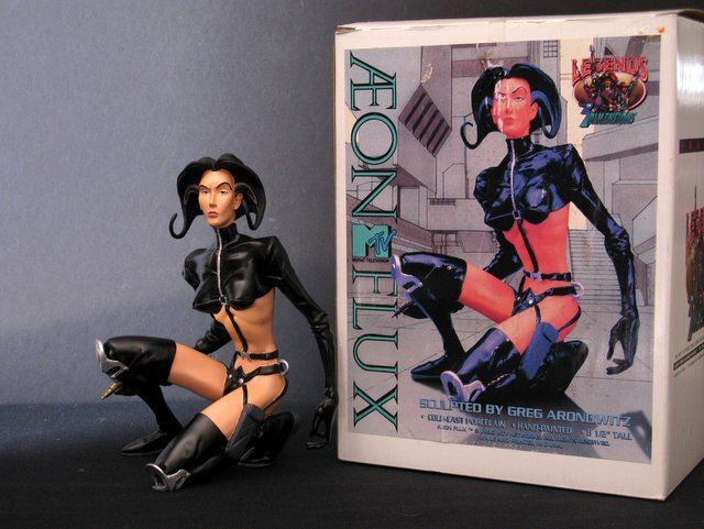 MTV's AEON FLUX - COLD-CAST PORCELAIN STATUE - Legends in 3 Dimensions, 1996 - This dynamically posed figurine stands 9
