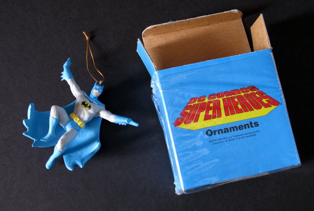 CLASSIC DC COMICS BATMAN - CHRISTMAS ORNAMENT - Presents Company, 1989 - 4