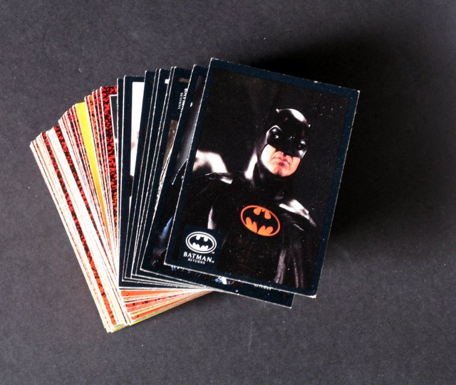 BATMAN RETURNS - COMPLETE SET OF BATMAN MOVIE CARDS - Topps, 1991 - Complete set of 89 full color premium movie cards. Excellent.