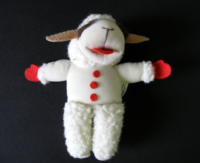 "SHARI LEWIS - LAMB CHOP VINTAGE PLUSH FIGURE – Direct Kinect, 1992 – Adorable 7"" tall figure of TV's famous Lamb Chop. Like New."