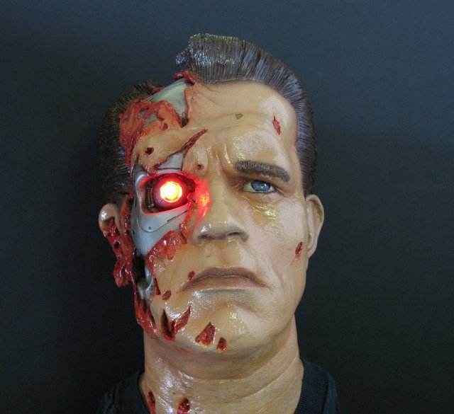 "TERMINATOR PAINTED LIFESIZE BUST WITH LIGHT-UP LED EYE - Killer Kits of England, 1998 - Handsome painted resin portrait bust of Arnold as battle damaged T-800 Terminator. Features light-up LED eye socket. Measures 12 ½"" tall. A rare beauty! Excellent condition."