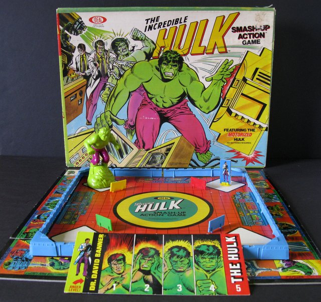 MARVEL - THE INCREDIBLE HULK VINTAGE SMASH-UP GAME MOTORIZED ACTION TOY - Ideal 1979 - Extremely rare vintage Hulk board game with original box. Missing one plastic roof top (red). Board measures 16