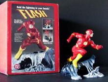 DC COMICS THE FLASH DELUXE PAINTED STATUE WITH BOX - DC Comics, 1995 - Dynamic sculpture by William Paquet. Limited edition, number 2,173/2,870. Measures 9