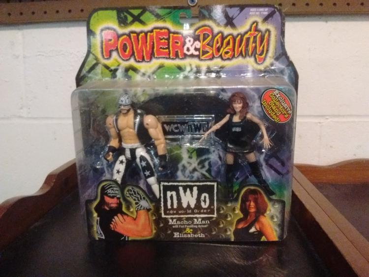 RARE WCW POWER & BEAUTY MACHO MAN & ELIZABETH ACTION FIGURES - SEALED