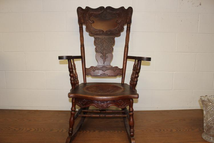 WONDERFUL HEAVILY CARVED OAK ROCKER W/ SPINDLED SIDES & LEATHER SEAT - EXC. COND