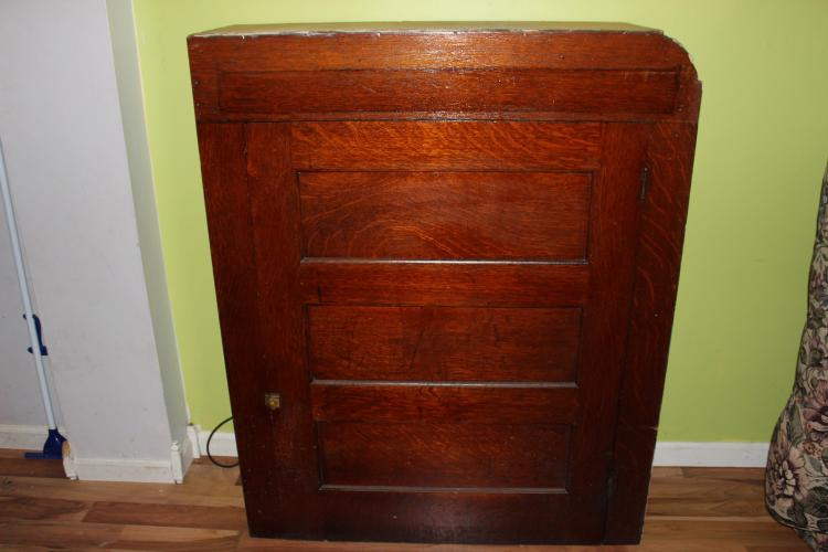 UNUSUAL LARGE OAK BUILT IN 3 SHELF CABINET SOLID OAK 51 X 42 X 13
