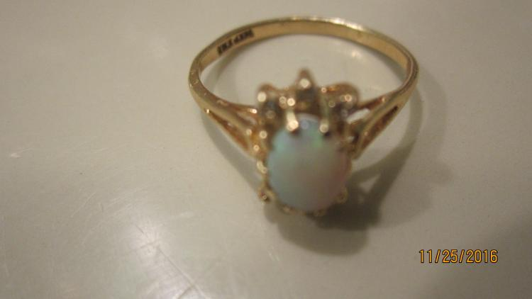 NICE 14 K YELLOW GOLD OPAL LADIES RING SIZE 7 1/4 EXC. COND