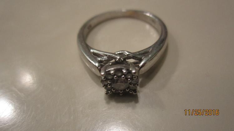 NICE 10K WHITE GOLD RING 20 PT. CENTER DIAMOND AND 9 ROUND 3 PT. DIAMONDS SIZE 6